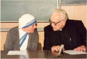 Fr.-Marx-with-Mother-Teresa-in-Japan-1982-300x200