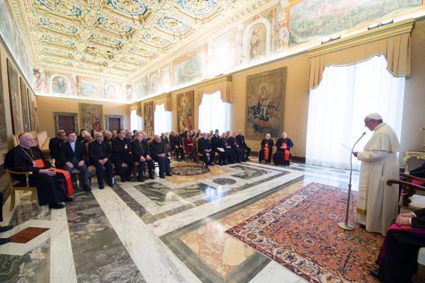 Papa Francesco durante l'udienza alla Congregazione per la Dottrina della Fede