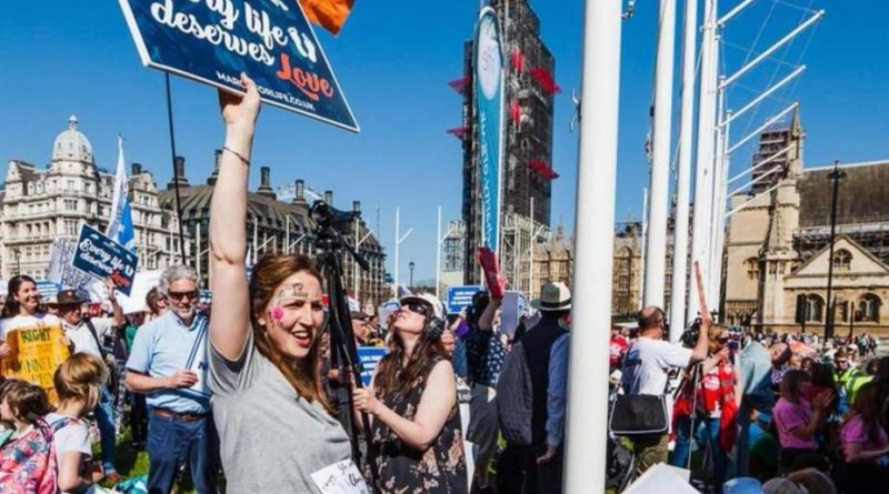 Voto sull'aborto in Irlanda. Pro-life Fb e Google ci censurano