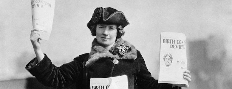 Kitty Marion che distribuisce la rivista Birth Control Review (rivista sul controllo delle nascite) di Margaret Sanger, la fondatrice di Planned Parenthood nel 1915