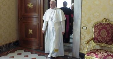 Papa: «Abortire è come affittare un sicario, non è un atto civile»