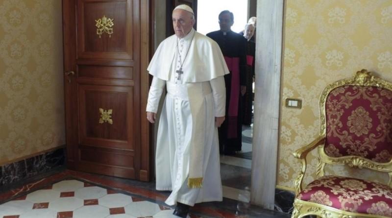 Papa «Abortire è come affittare un sicario, non è un atto civile»