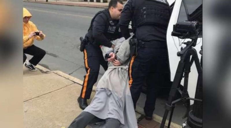 Protestavano contro l aborto arrestati 4 frati FOTO IN EVIDENZA