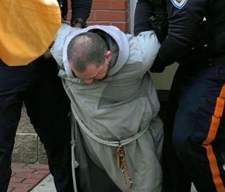 Protestavano contro l aborto arrestati 4 frati FOTO PICCOLA