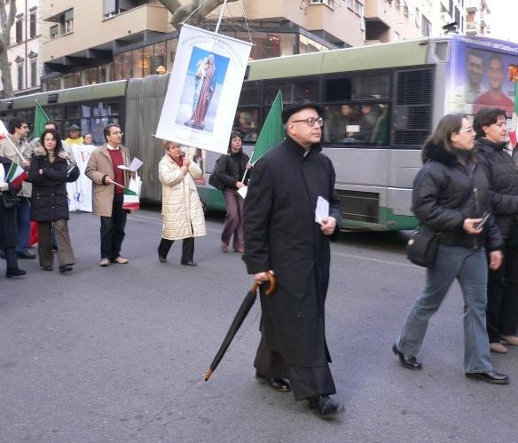 Mons. Ignacio Barreiro Carámbula durante una manifestazione a difesa della vita