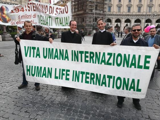 Partenza della Marcia per la Vita: Don Giordano insieme a Don Hausmann