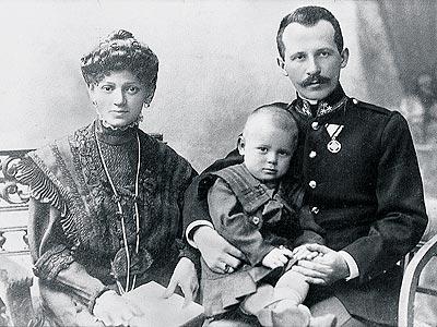 Il futuro Papa San Giovanni Paolo II con i suoi genitori