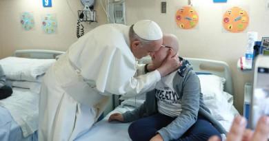 Eutanasia suicidio assistito cure palliative 4 interventi del Papa in 4 mesi FOTO IN EVIDENZA