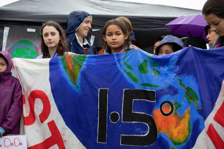 Manifestazione studentesca davanti al Parlamento a Canberra, Australia – Crediti fotografici: Olia Balabina